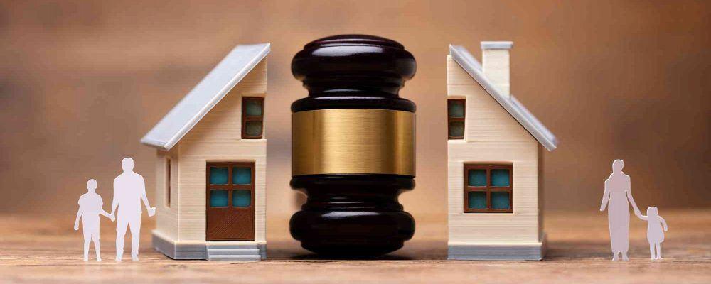 Haus mit Anwalthammer getrennt