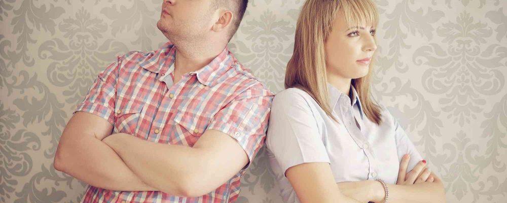 Paar ignoriert sich nach Streit